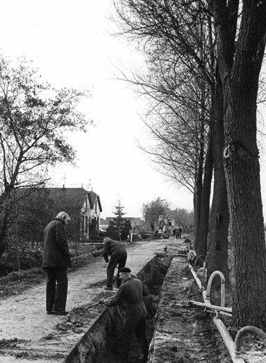 Groenedijk 1978. Aanleg riool met zicht op huisnummers 31 en 33 bron: Archief Utrecht