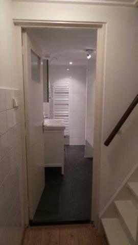 Bijgebouw hal naar badkamer